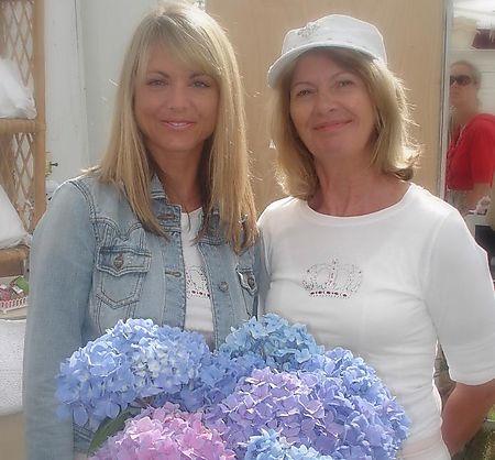 Chrissy + Susan Barn House Flea Market July 2008 (5)