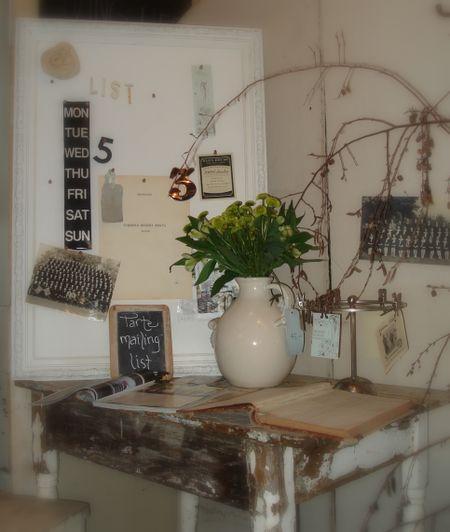 Queen of tarte vintage desk display